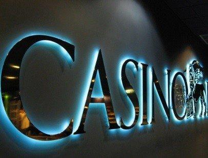 Светящаяся вывеска для казино